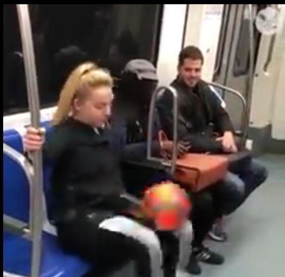 صورة رقم 4 - فيديو مذهل: فتاة تستعرض مهاراتها في لعب كرة القدم وهي جالسة!