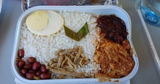 صورة رقم 1 - احذروا وجبات الطعام والمشروبات على متن الطائرة لهذا السبب!