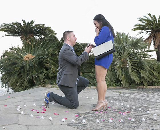 في لحظاتٍ مؤثرة.. عملية اعتقال تنتهي بعرض زواج رومانسي صورة رقم 4