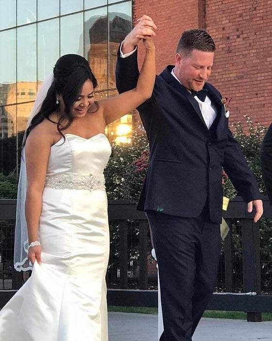 في لحظاتٍ مؤثرة.. عملية اعتقال تنتهي بعرض زواج رومانسي صورة رقم 8