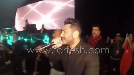 فيديو مقلب تامر حسني بشيرين على المسرح: دهشة وخوف ثم ضحك! صورة رقم 2