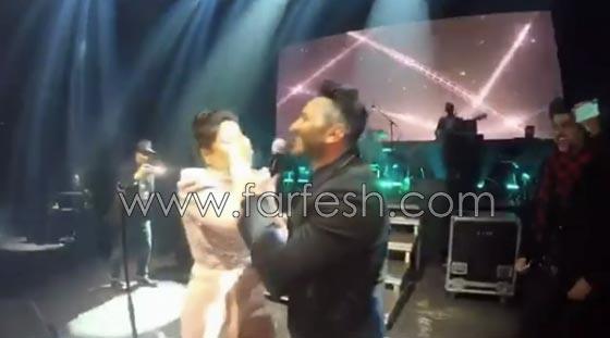 فيديو مقلب تامر حسني بشيرين على المسرح: دهشة وخوف ثم ضحك! صورة رقم 6