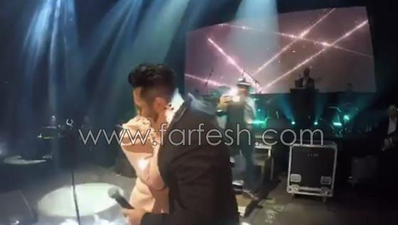 فيديو مقلب تامر حسني بشيرين على المسرح: دهشة وخوف ثم ضحك! صورة رقم 7