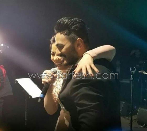 فيديو مقلب تامر حسني بشيرين على المسرح: دهشة وخوف ثم ضحك! صورة رقم 11