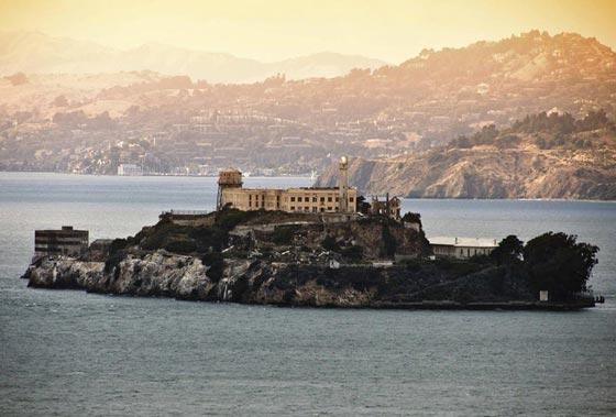 بالصور.. فندق غريب يحاكي سجن ألكتراز الشهير صورة رقم 1