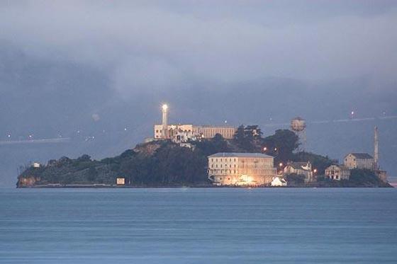 بالصور.. فندق غريب يحاكي سجن ألكتراز الشهير صورة رقم 3