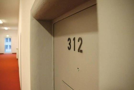 بالصور.. فندق غريب يحاكي سجن ألكتراز الشهير صورة رقم 8