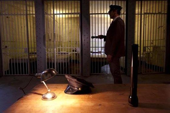 بالصور.. فندق غريب يحاكي سجن ألكتراز الشهير صورة رقم 10