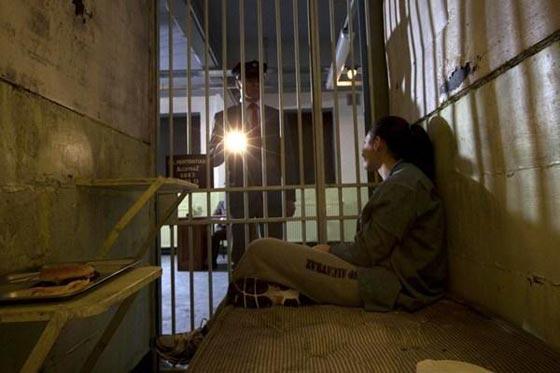 بالصور.. فندق غريب يحاكي سجن ألكتراز الشهير صورة رقم 12