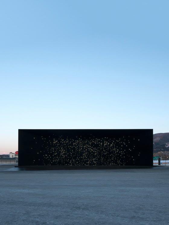 بالفيديو والصور.. المبنى الاكثر سوادا في العالم صورة رقم 2