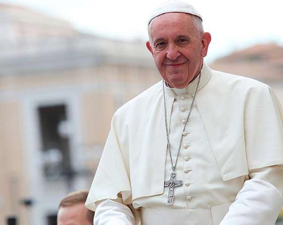 بالصور: تصرف غير متوقع للبابا فرنسيس اثناء القداس يثير اعجاب الجميع صورة رقم 3