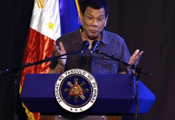 الرئيس الفلبيني يأمر الجنود بإطلاق النار بين أفخاذ المتمردات صورة رقم 2