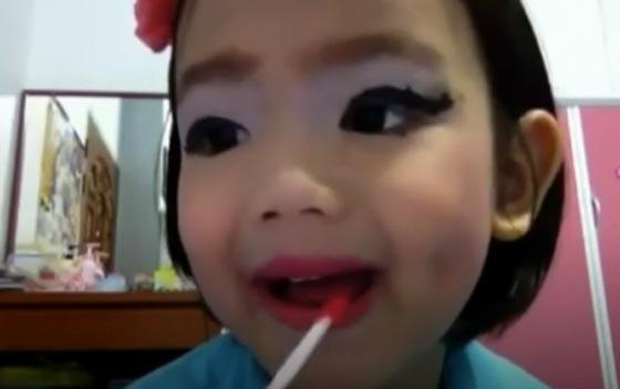 فيديو وصور خبيرة تجميل محترفة بعمر الـ10 اعوام صورة رقم 2