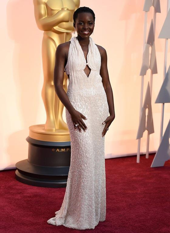 17 فستاناً قلبت الموازين في عالم الأزياء صورة رقم 1