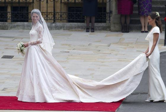 17 فستاناً قلبت الموازين في عالم الأزياء صورة رقم 2