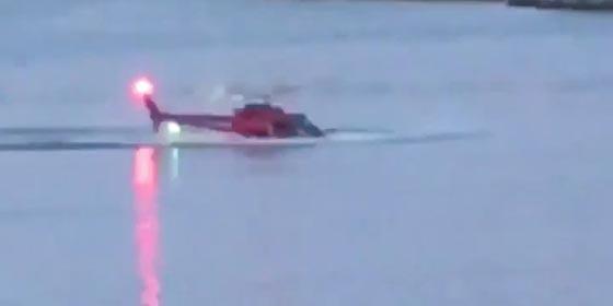 بالفيديو والصور.. سقوط طائرة هليكوبتر في نهر بمدينة نيويورك صورة رقم 3