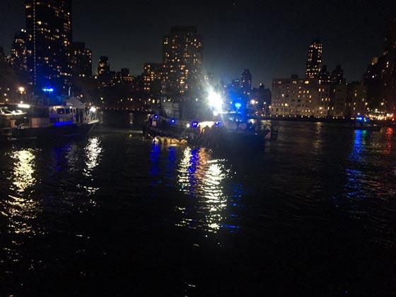 بالفيديو والصور.. سقوط طائرة هليكوبتر في نهر بمدينة نيويورك صورة رقم 5