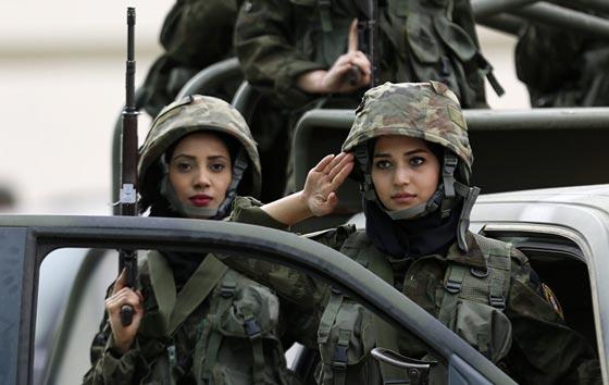 بالصور.. جميلات ساهرات من أجل حماية الوطن صورة رقم 13