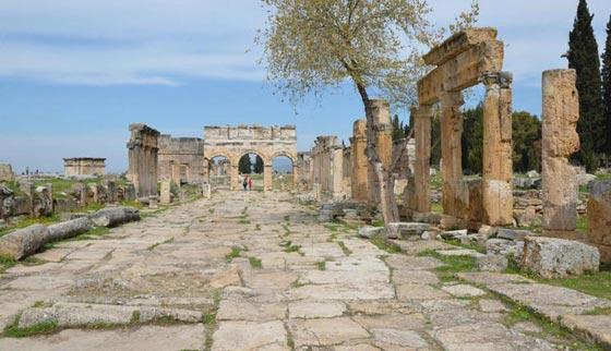 ما هو سر معبد بوابة الجحيم الرومانية الذي يقتل كل من يقترب منه؟! صورة رقم 6