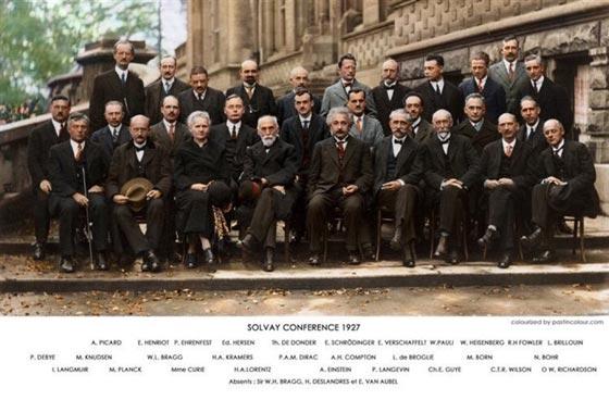 صورة تجمع 29 عالما من بينهم امرأة واحدة! صورة رقم 1