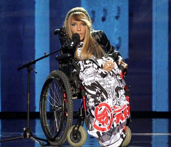 روسية من ذوي الاحتياجات الخاصة تطلق اغنيتها ليوروفيجن 2018 صورة رقم 3
