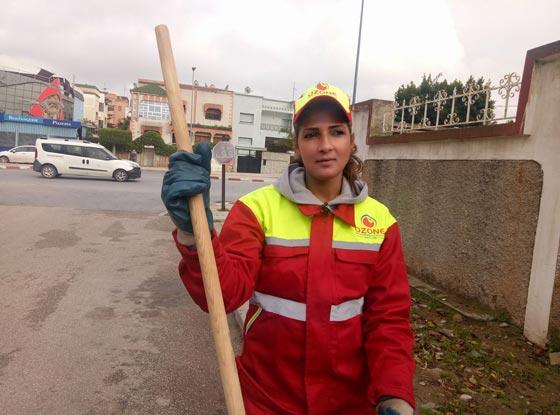 عاملة نظافة مغربية.. من كنس الشوارع إلى عالم الجمال والشهرة صورة رقم 1