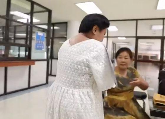 صورة رقم 6 - بالفيديو.. تايلاندية من دون ذراعين تصبح معلمة رغم اعاقتها