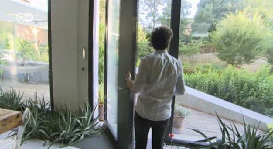 مهندس معماري يحول مرآب سيارات الى منزل فاخر.. فيديو صورة رقم 3
