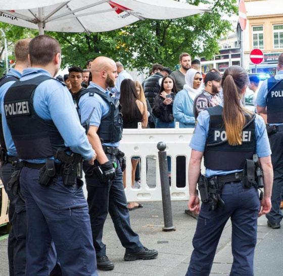فيديو صادم: افتتاح مطعم هامبرغر بألمانيا كاد أن يتحول إلى كارثة صورة رقم 5