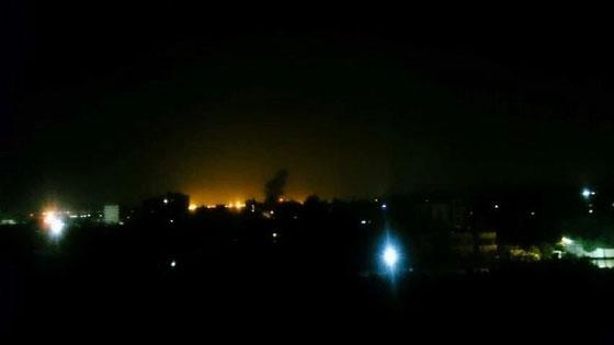 بالفيديو والصور: سلاح الجو الاسرائيلي يقصف عدة مواقع لحماس في غزة  صورة رقم 1