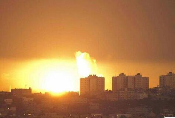 بالفيديو والصور: سلاح الجو الاسرائيلي يقصف عدة مواقع لحماس في غزة  صورة رقم 2