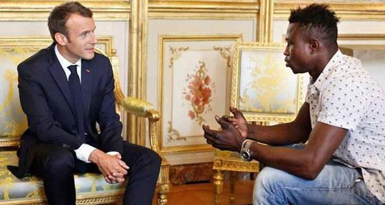 الرئيس الفرنسي يستقبل بطل فيديو انقاذ الطفل ويمنحه المواطنة الفرنسية  صورة رقم 1