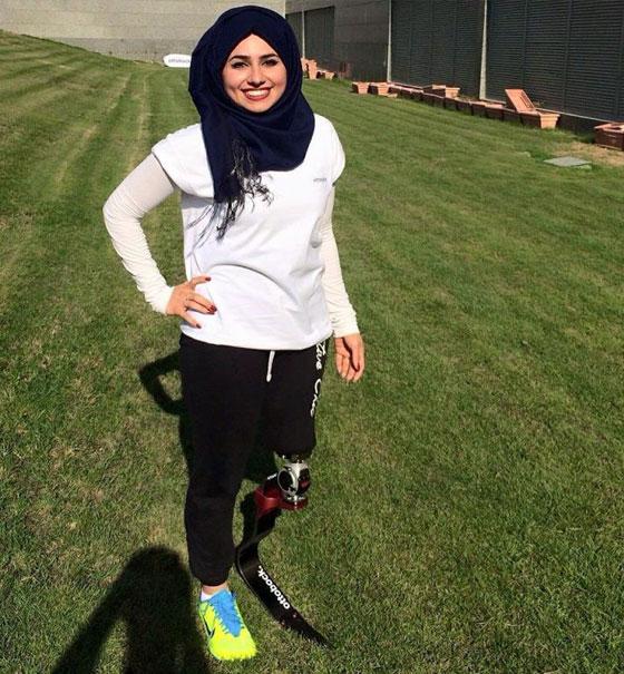 صورة رقم 2 - تعرفوا على الشابة العراقية التي تحدت إعاقتها بسبب دموع والدتها!