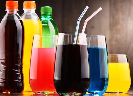 بالفيديو.. خطر المشروبات الغازية والعصائر المحلاة على الصحة صورة رقم 2