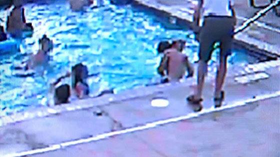 بالفيديو..مراهقة (13 عاما) تنقذ صبيا من الغرق في حوض السباحة صورة رقم 1