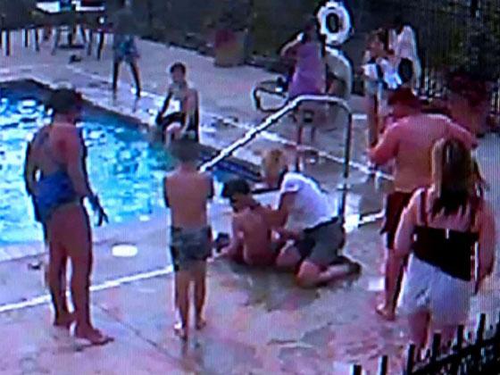 بالفيديو..مراهقة (13 عاما) تنقذ صبيا من الغرق في حوض السباحة صورة رقم 3