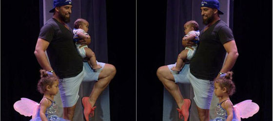 فيديو طريف: أب رائع يرقص الباليه مع ابنته على المسرح ليشجعها بعد ان بكت  صورة رقم 2