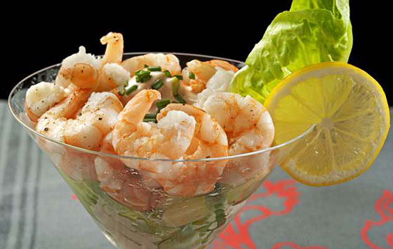 صورة رقم 3 - بالفيديو والصور..  مائدة طعام كيم وترامب خلال قمتهما التاريخية