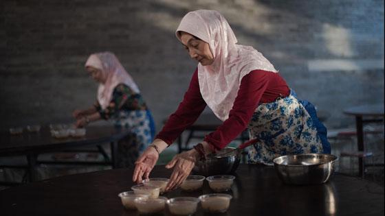 صورة رقم 2 -  بالفيديو والصور.. جولة حول موائد إفطار المسلمين في انحاء العالم
