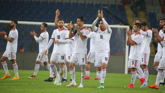 صورة رقم 1 -  نايكي لا تستطيع تزويد لاعبي المنتخب الإيراني بالأحذية لهذا السبب..!