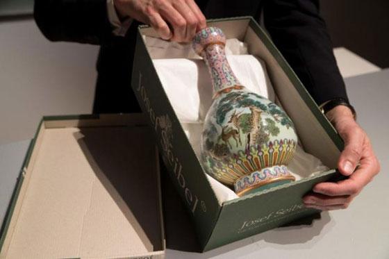 صورة رقم 1 - مزهرية صينية في علبة أحذية بملايين الدولارات... بالصور