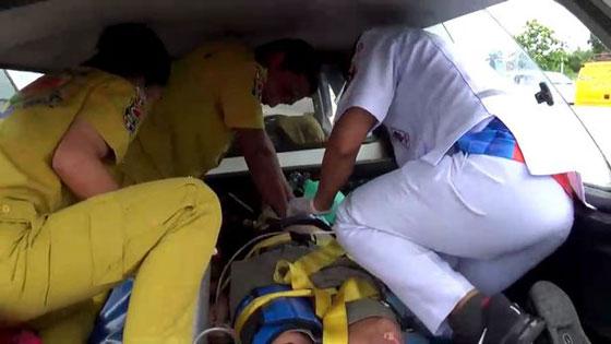 فيديو وصور مروعه: سائق شاحنة يطير في الهواء بعد ان نام اثناء القيادة! صورة رقم 7