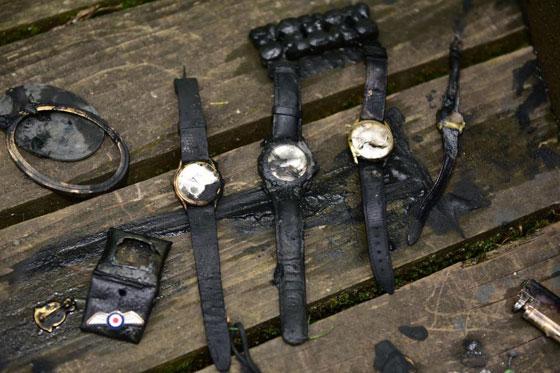 شاب محظوظ، عثر على خزنة مليئة بالمجوهرات في أول رحلة صيد صورة رقم 5