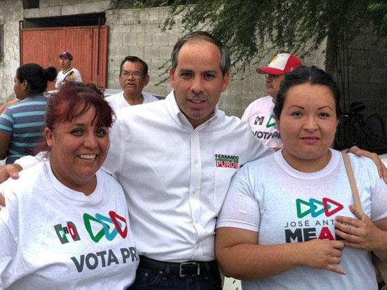 فيديو مروع.. شاهدوا لحظة اغتيال سياسي مكسيكي أثناء التقاطه سيلفي مع إحدى المعجبين  صورة رقم 3