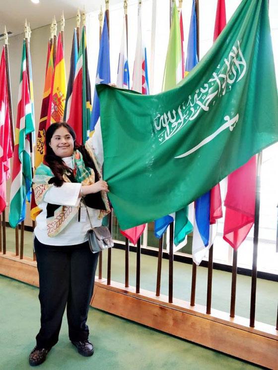 صورة رقم 2 - كل الاحترام: فتاة سعودية مصابة بمتلازمة (داون) تصل منصة الأمم المتحدة!