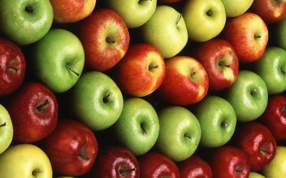 لترطيب الجسم خلال الليل.. فوائد تناول التفاح قبل النوم صورة رقم 1