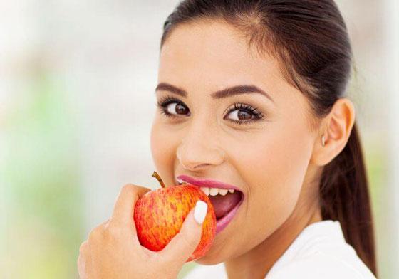 لترطيب الجسم خلال الليل.. فوائد تناول التفاح قبل النوم صورة رقم 5