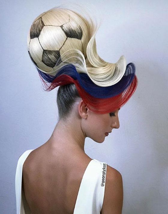 مصفف شعر روسي يبتكر تصفيفة شعر غريبة لكأس العالم! فيديو صورة رقم 3