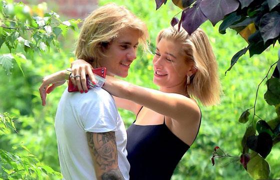 المغني جاستين تقدم بطلب الزواج من صديقته عارضة الازياء وتمت الخطوبة صورة رقم 4