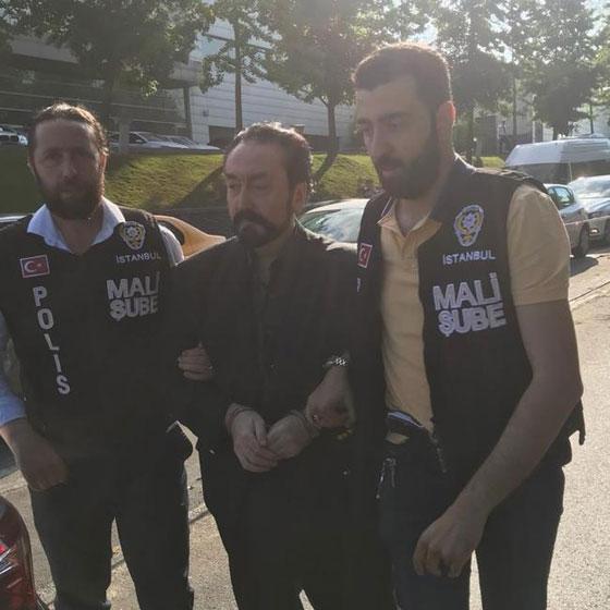 بالصور والفيديو.. القبض على داعية الراقصات التركي المثير للجدل صورة رقم 1